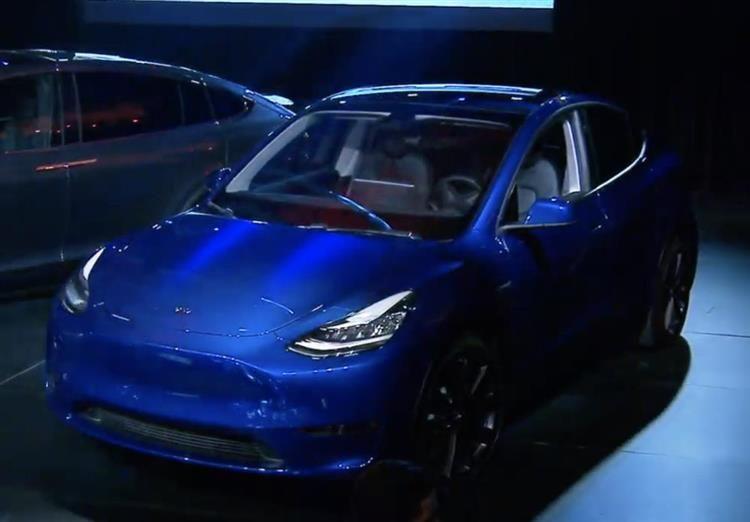 Tesla Model Y Prix D Acces De 39 000 Dollars Et Lancement Fin 2020 Sports Car New Cars Vehicles