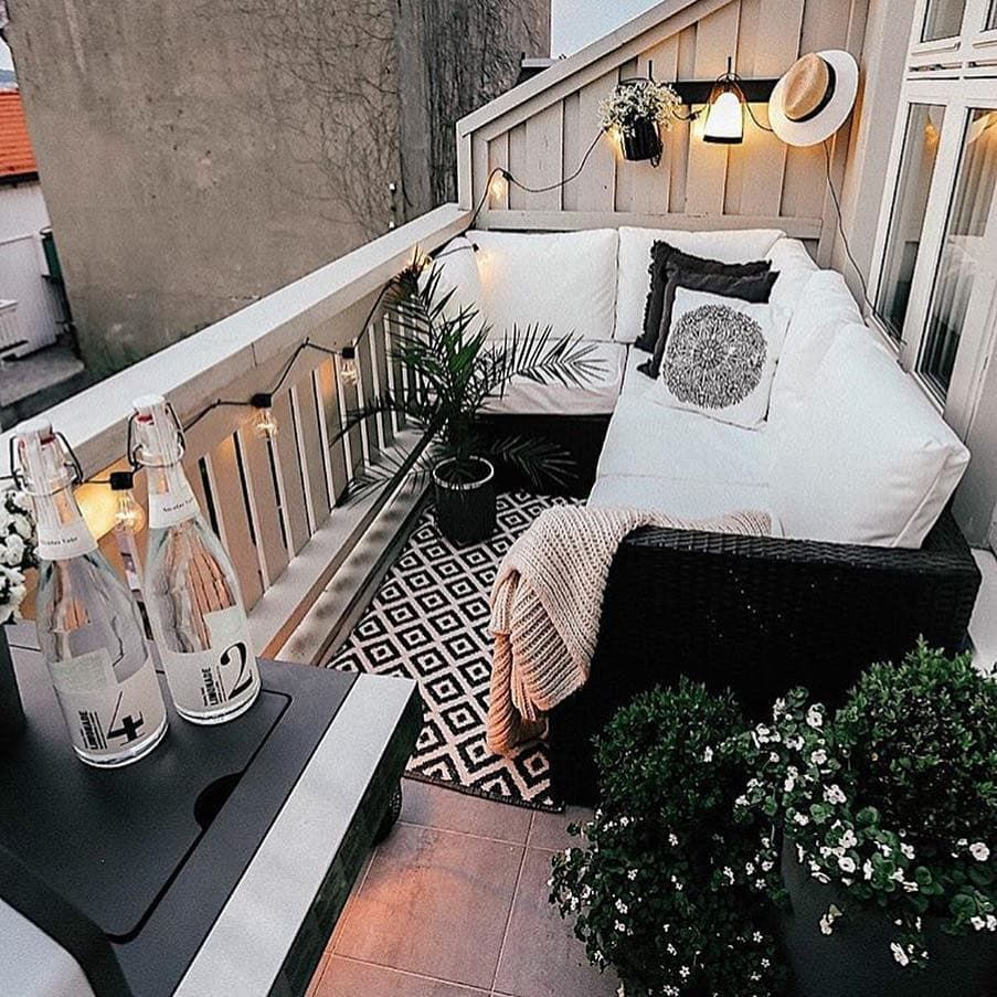 This Striking Balcony Is Proof That You Don T Need Much In The Way Of Square Footage To Create Apartment Balcony Decorating Small Balcony Design Modern Balcony