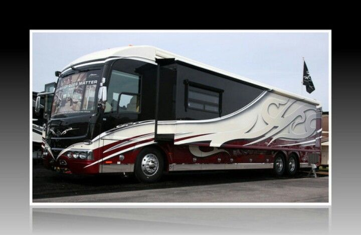 Dean Loucks Artwork On A Fleetwood Rv Credit The Art Of Design Fleetwood Rv Recreational Vehicles Rv Campers