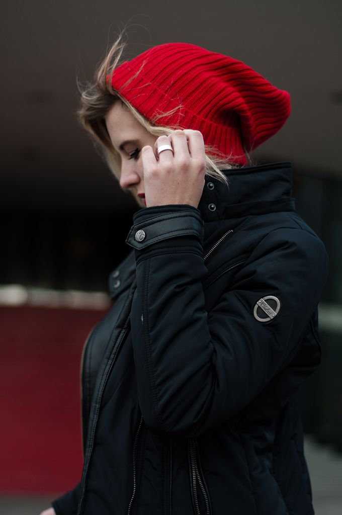 RED REIDING HOOD: Outfit details fashion blogger wearing ASOS Rib boyfriend beanie saggy red oxblood burgundy messy hair