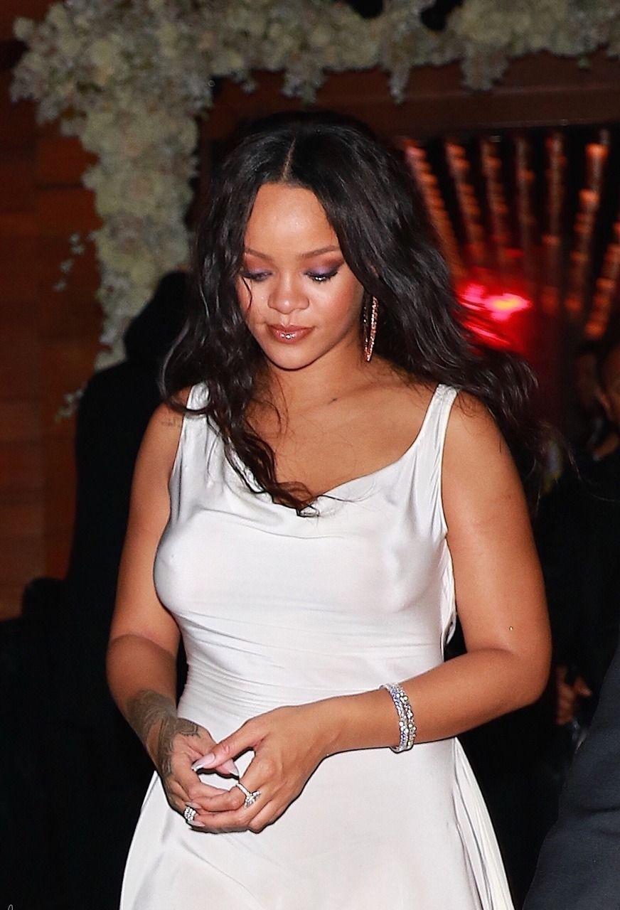 bb40598b370 September 14  Rihanna leaving the Diamond Ball in New York