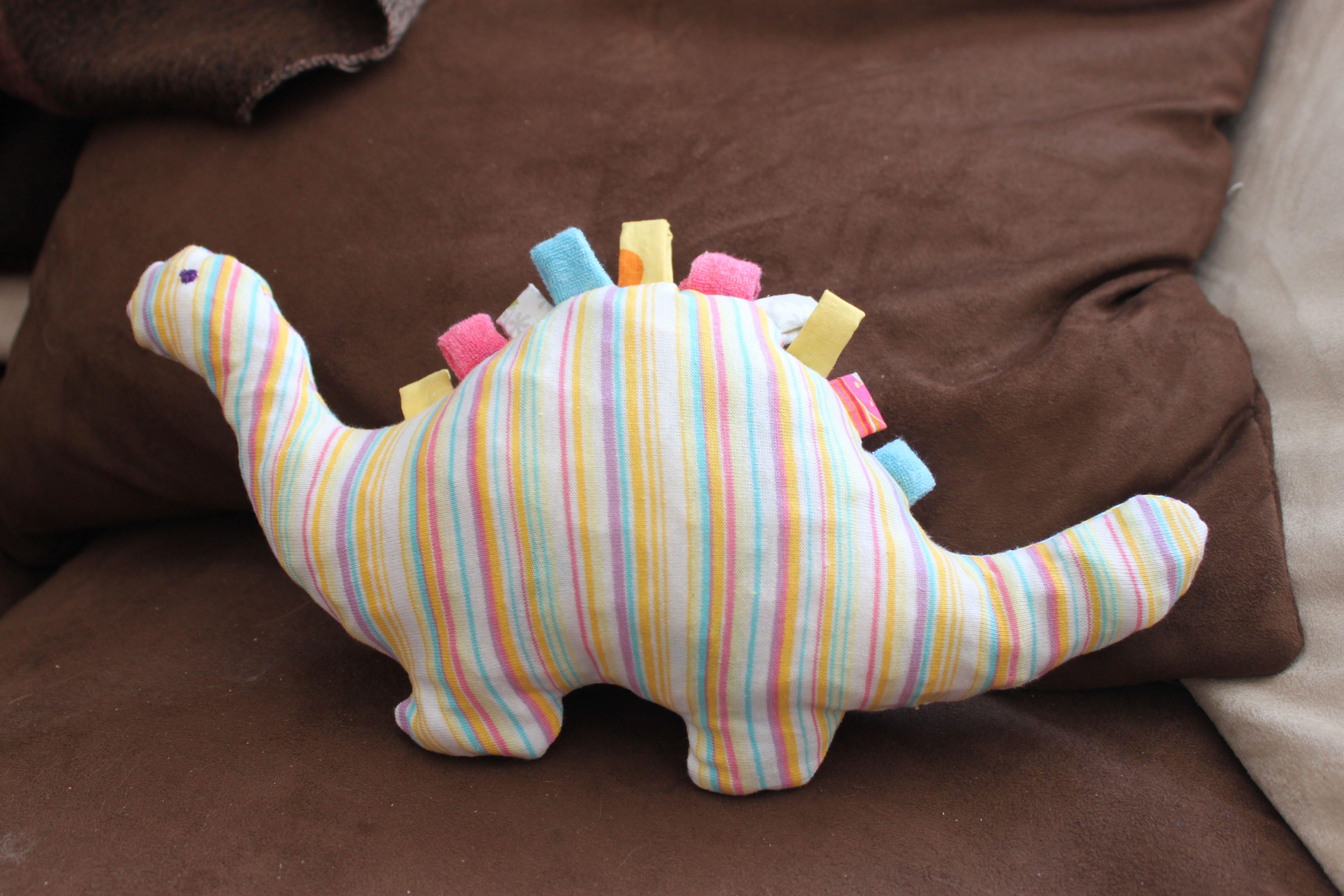 """Dino pour Louise d apr¨s """"Mes petits riens pour chambre d enfants"""