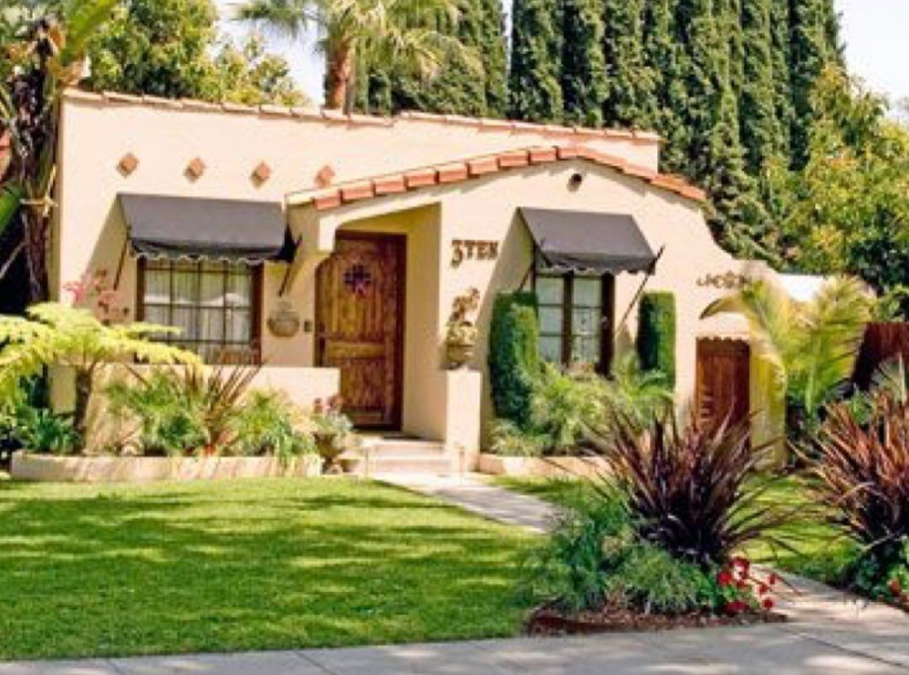 Awning Pony Wall In 2020 Spanish Bungalow Spanish Style Homes Bungalow Exterior