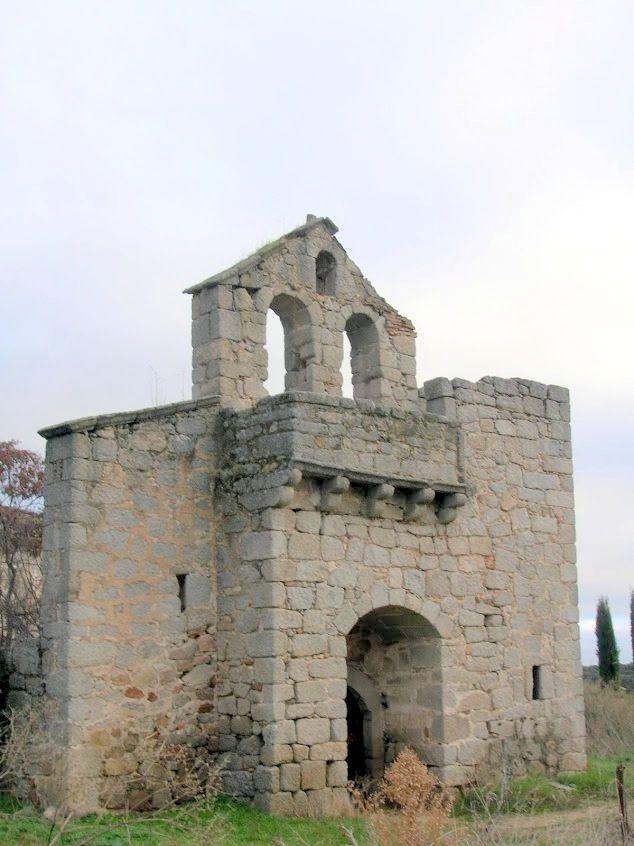Navalquejigo: ruinas del pueblo [http://es.wikipedia.org/wiki/Navalquejigo]