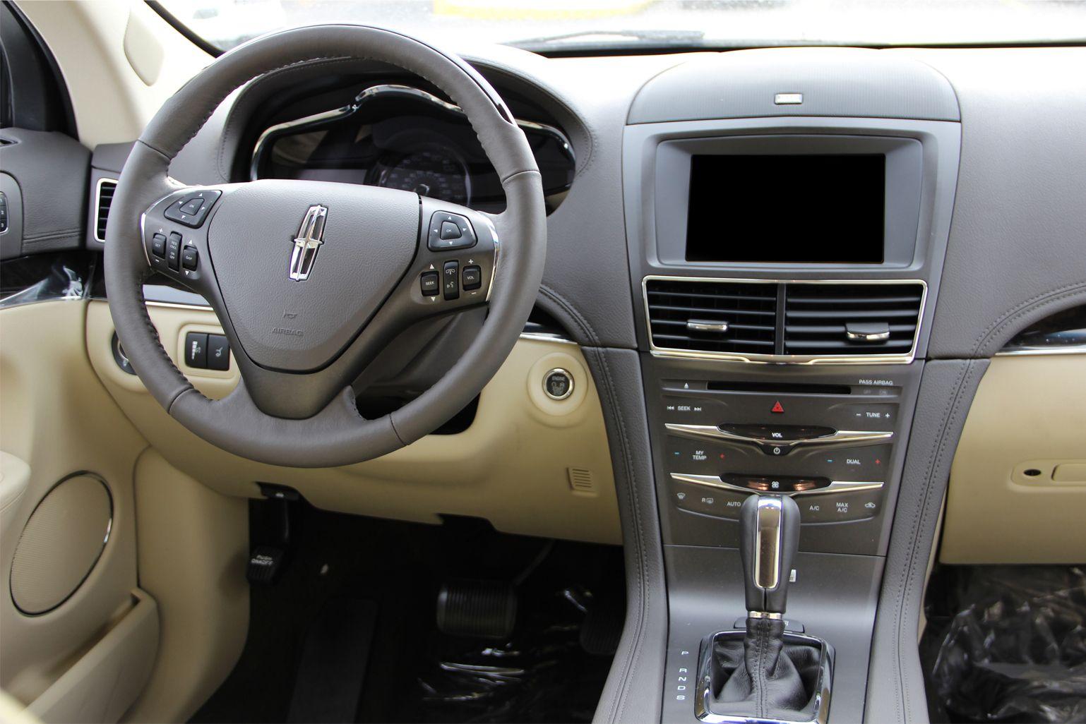 2014 Lincoln MKT Interior