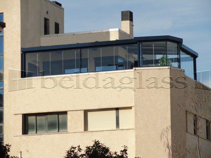 Atico creado con techo fijo de panel sandwich y cerramientos panoramicos cortinas de cristal - Cerramientos de terrazas de aticos ...