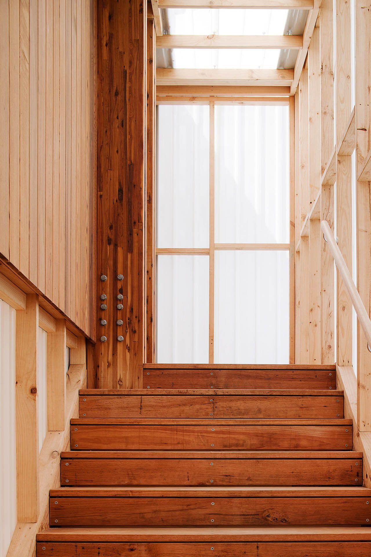 Finition de l escalier J adore  faire avec le mªme bois