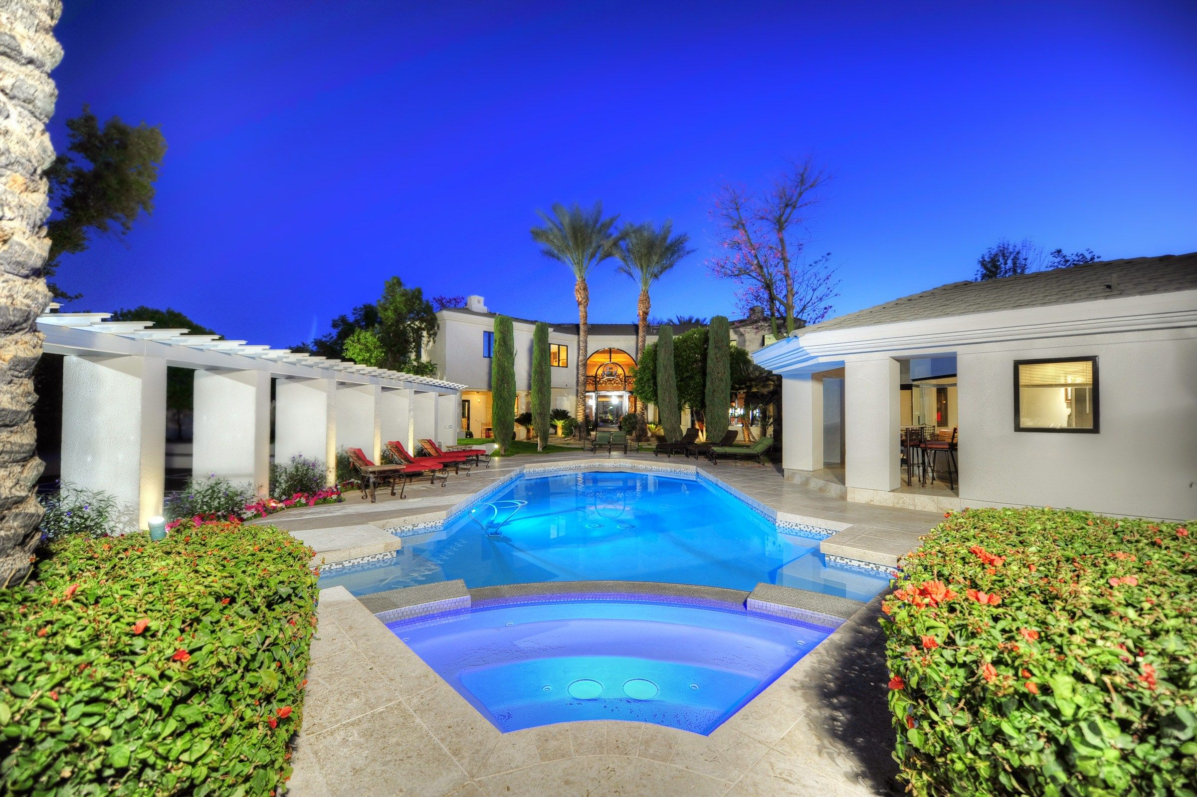 Lovely backyard pool in Paradise Valley. | Dream pools ...