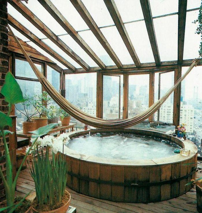 Jacuzzi et hamac dans une terrasse new yorkais homes for Fenetre de toit terrasse