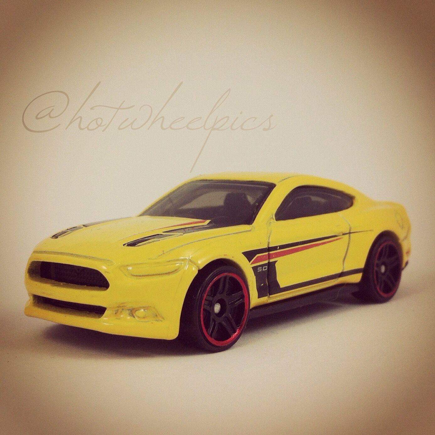 2015 Ford Mustang GT - 2016 Hot Wheels \