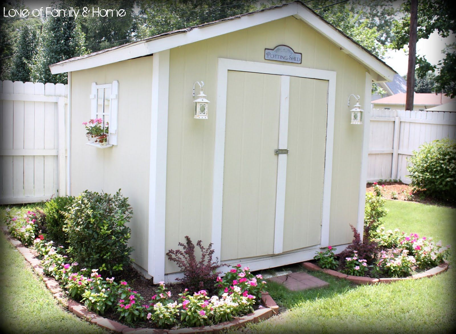 Cute Painted Sheds | Arent my vincas getting nice & big? LOVE these ...