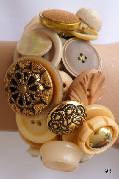 Marijke van Groen decoratieve knopen armbanden.    Decoratieve knopen armband.    Elke armband is uniek en mijn eigen ontwerp.  Bestaat uit 40-60  vaa