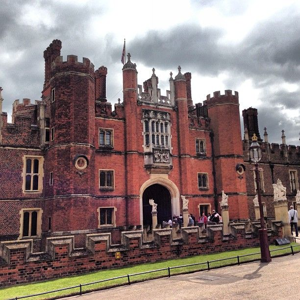 Hampton Court Hampton, Greater London The Tops Ten Sights [1000 Places To See Before You Die]