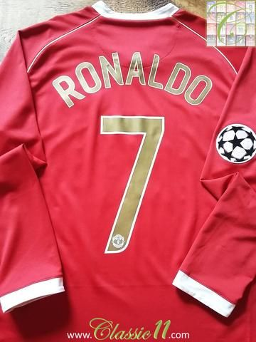 0eb7036d117 Relive Cristiano Ronaldo s 2006 2007 Champions League with this original Nike  Manchester United home long sleeve football shirt.