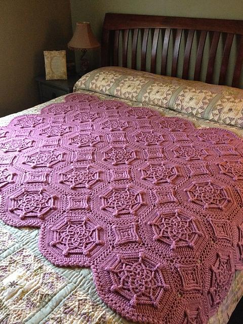 Bordeaux Matelassé Afghan pattern by Priscilla Hewitt (com