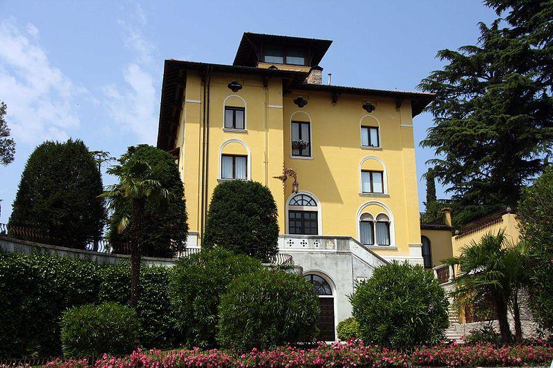 File Callas Sirmione Jpg Wikipedia The Free Encyclopedia Maria Callas Sirmione Villa Maria