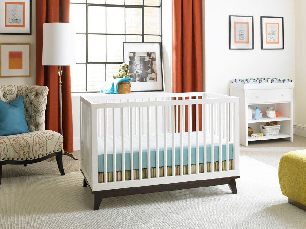 The Ti Amo Moderno Crib In Two Tone Snow White With Espresso Base