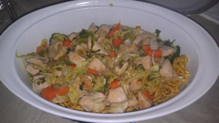 Chinese Take Out Chicken Chow Mein With Crispy Noodles Chicken Chow Mein Chow Mein Crispy Noodles