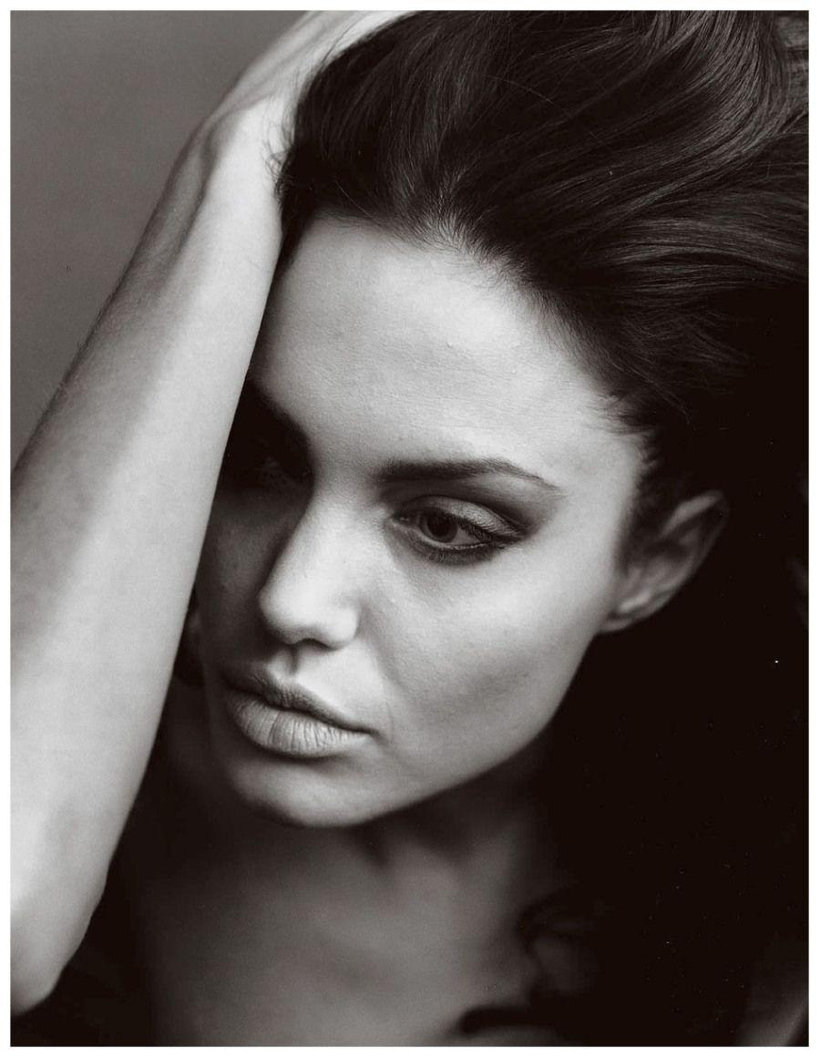 Angelina jolie black white photography annie leibovitz
