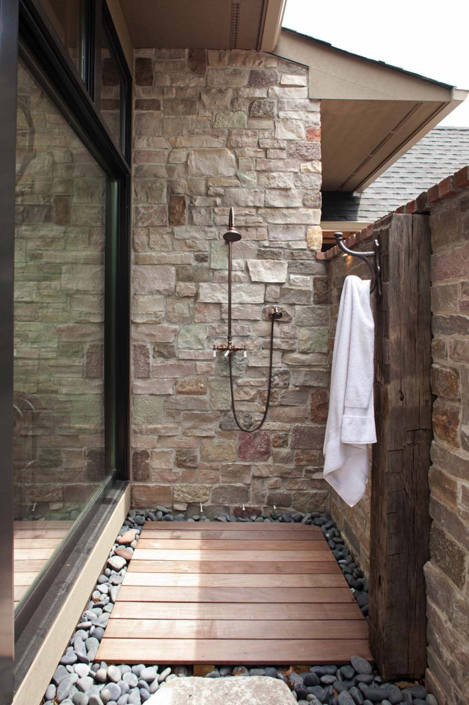 45 Stunning Outdoor Showers That Will Leave You Invigorated Duchas Al Aire Libre Ducha De Piscina Y Ducha Exterior