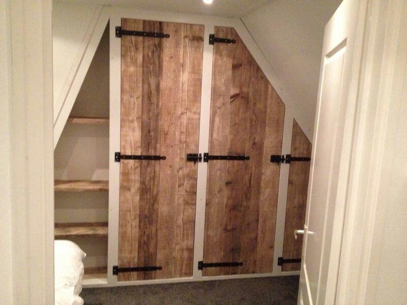 Idee voor mooie deur voor kast in kleine slaapkamer