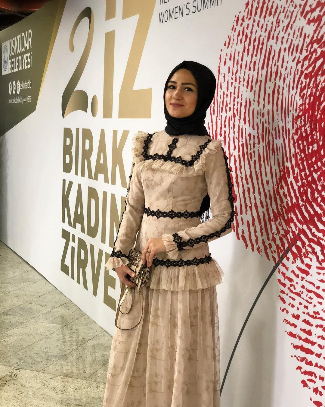 Merhaba Yeni Gn Geen Haftann En Sevilen Elbisesi Tendencies Kaos Always 420 Putih M
