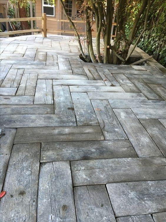 22 Beautiful Diy Mosaic Garden Path Decorations For Your Inspiration 09 Porches Rusticos Pisos Exteriores Madera Para Exterior