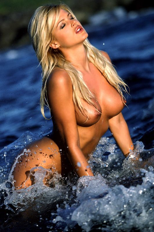 victoria silvstedt hot and naked