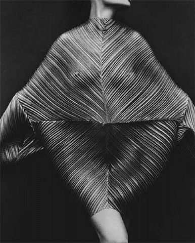 Herb Ritts, Wrapped Torso, 1989.
