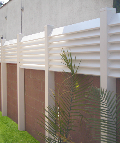 Ideas For Vinyl Fencing On Top Of Cinderblock Walls Google Search Backyard Privacy Fence Toppers Backyard Fences