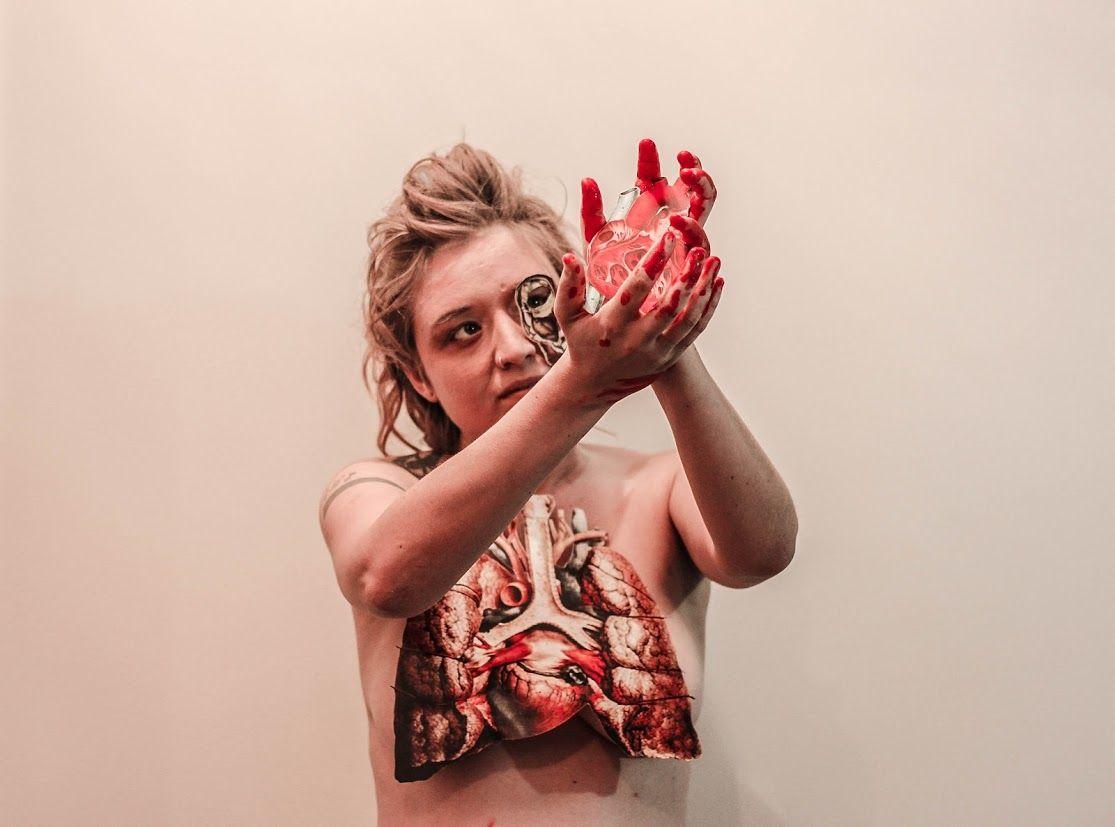Anatomia das Sensações. Colagem corporal: Elisa Riemer Foto/Edição ...
