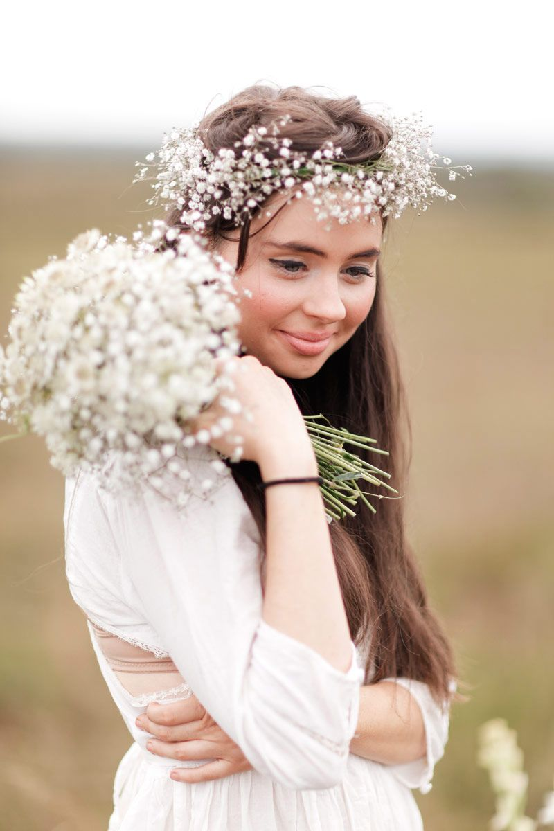 LOVE this babies' breath floral circlet by Engadine