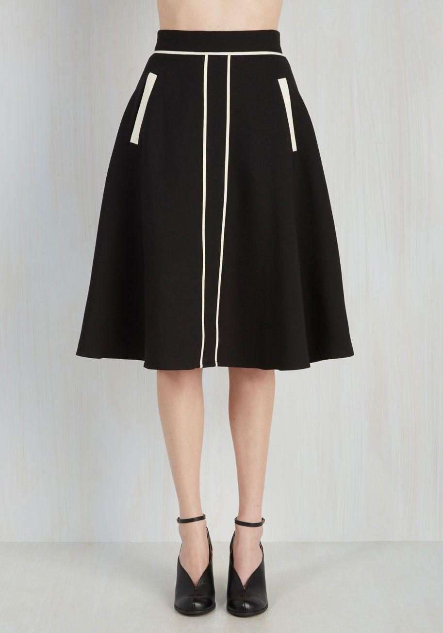 Roving Reporter Skirt in Black