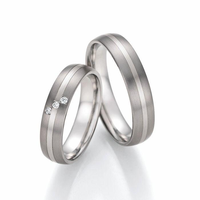 schlichte Hochzeitsringe aus Titan  Gold  Ringe aus Titan  mit  ohne Diamanten  Engagement