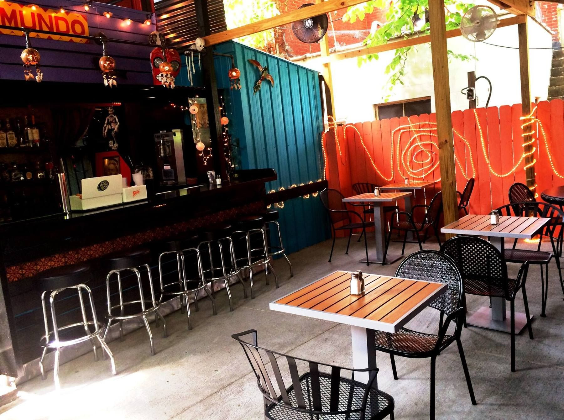 Warmer weather is just made for outdoor dining here are some of louisvilles top dining destinations that offer comfortable patio seating take your pick