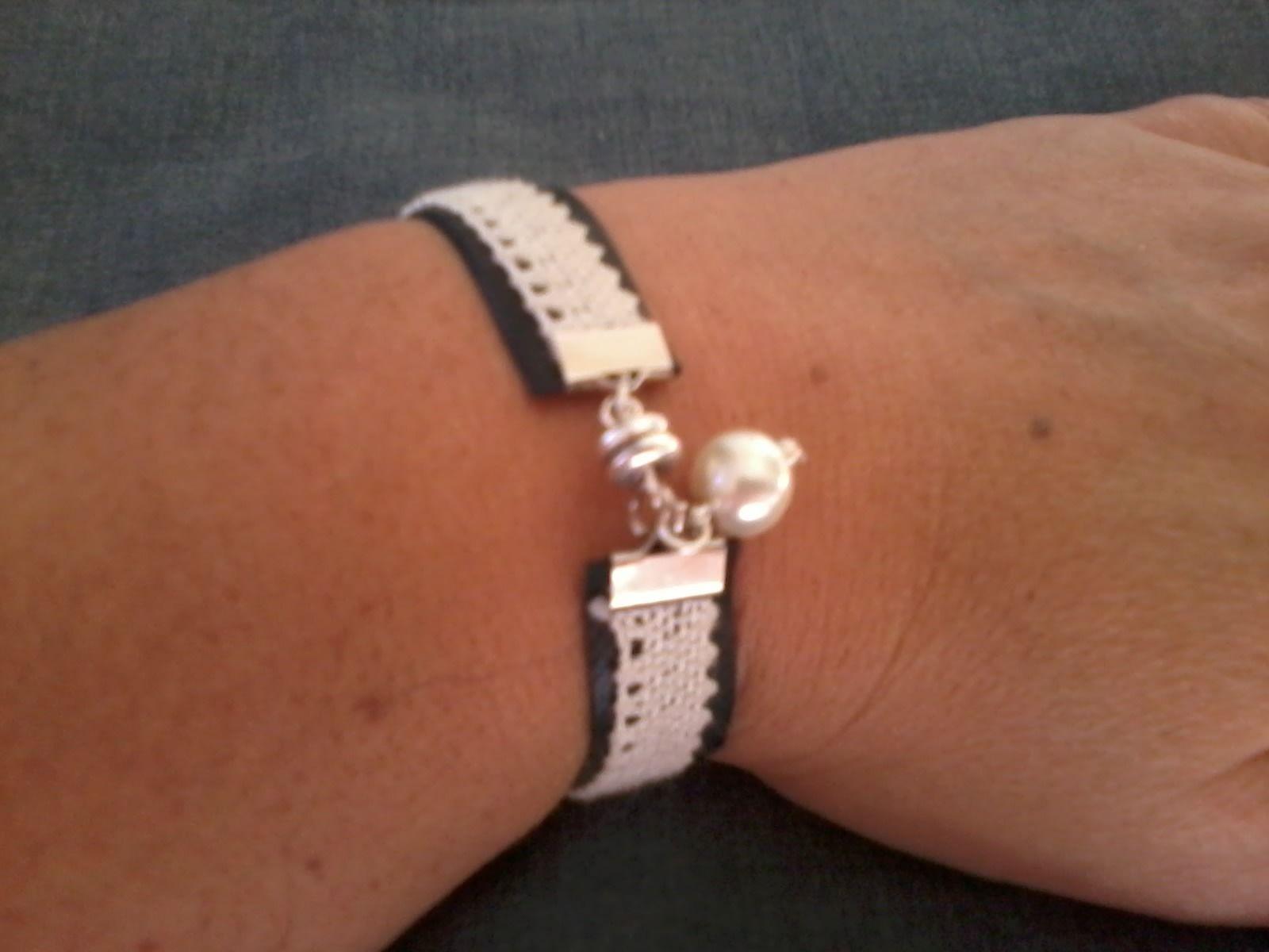 Bracelet chambre  air dentelle et perle en verre Bracelet par la