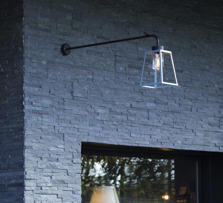 Ce luminaire d extérieur revisite la lanterne  quatre face