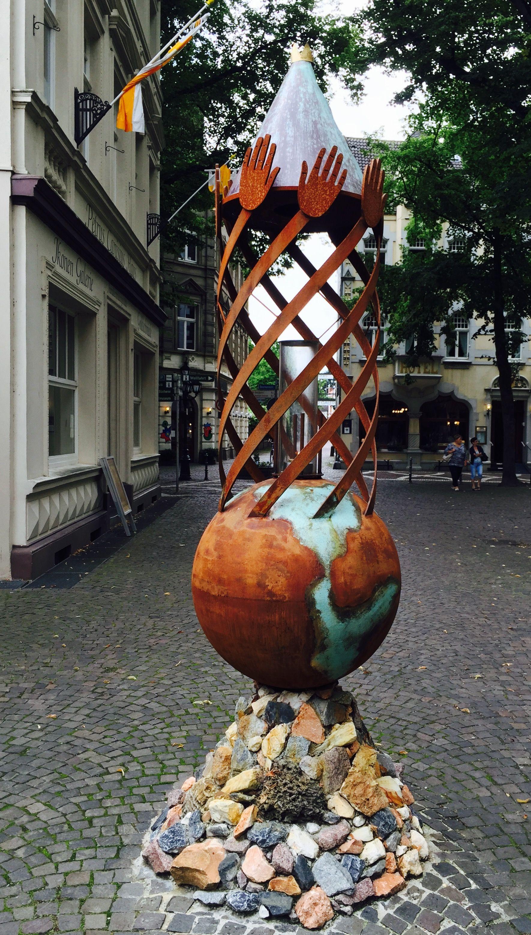 Rostige Skulptur Kunst art Kevelaer verrostet Globe