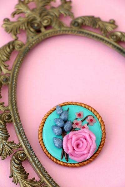 Blumen Brosche/Haarspange aus Fimo  (rosa, türkis) von MeMagic's auf DaWanda.com