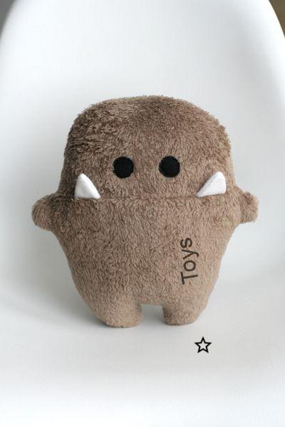 Kuscheltiere - Monster  Siggi  braun zum kuscheln! - ein Designerstück von En..., #braun #Designerstück #ein #Kuscheln #Kuscheltiere #monster #Siggi #von #Zum,Kuscheltiere - Monster  Siggi  braun zum kuscheln! - ein Designerstück von En-Fant bei DaWanda... #animauxentissu
