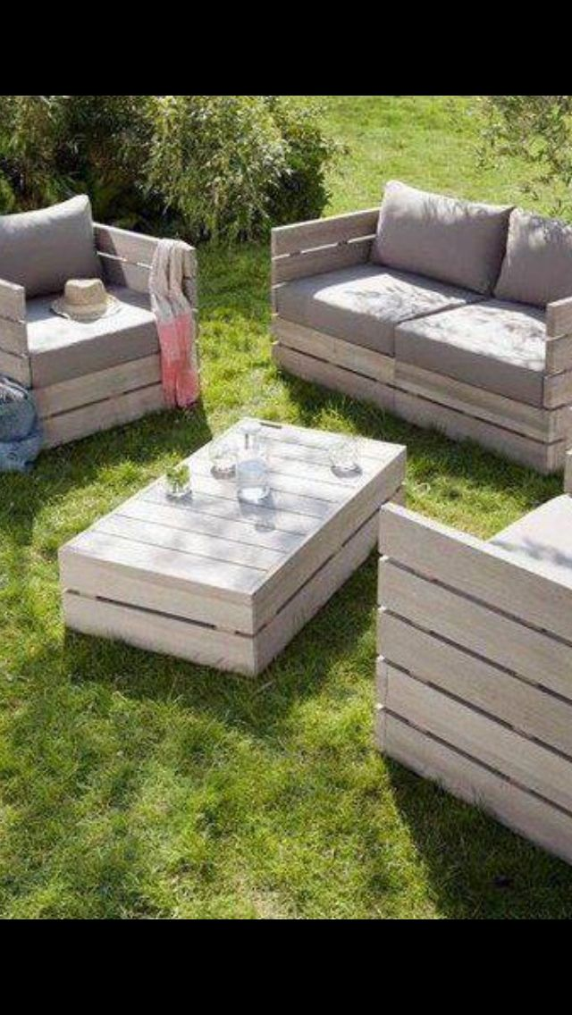 Pallet patio furniture--- can't WAIT for mine to get done!!! :)