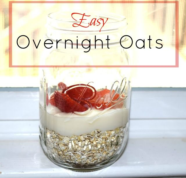Making breakfast shouldn't be hard. These Easy Overnight Oats are done in under 5 minutes and great to take on the go the next morning! #breakfast #overnightoats