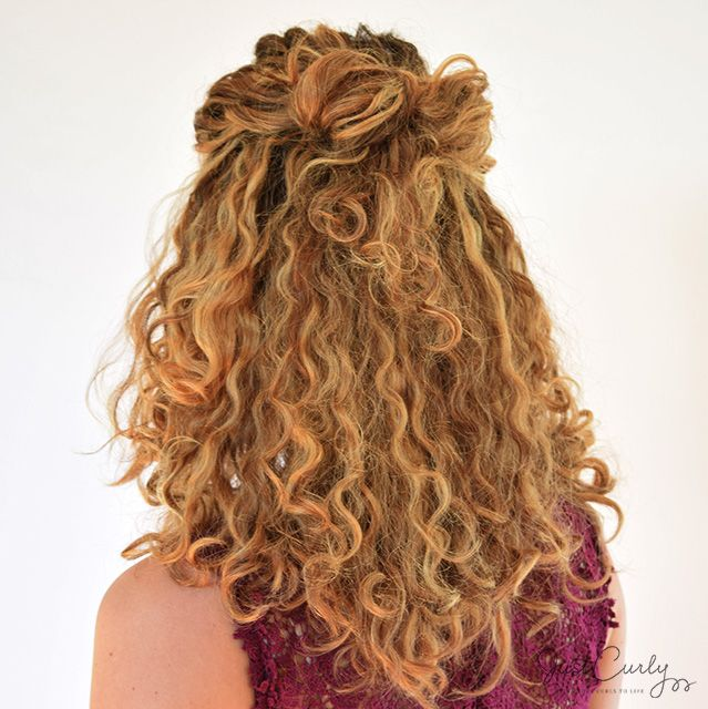 Are You Still Looking For A Fancy Hairstyle For New Year S Eve This Bow Hairstyle For Curly Hair Is A Cute And Really Nice Hairstyle Curly Hair Styles Naturally