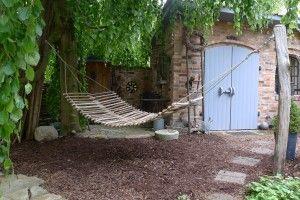 h ngematte aus haselnuss sten gebaut holz und zweige pinterest garden outdoor und garten. Black Bedroom Furniture Sets. Home Design Ideas
