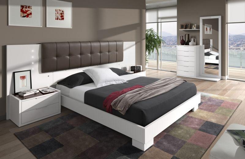 Dormitorio de matrimonio con cabezal acolchado ideal para for Cabezal cama acolchado