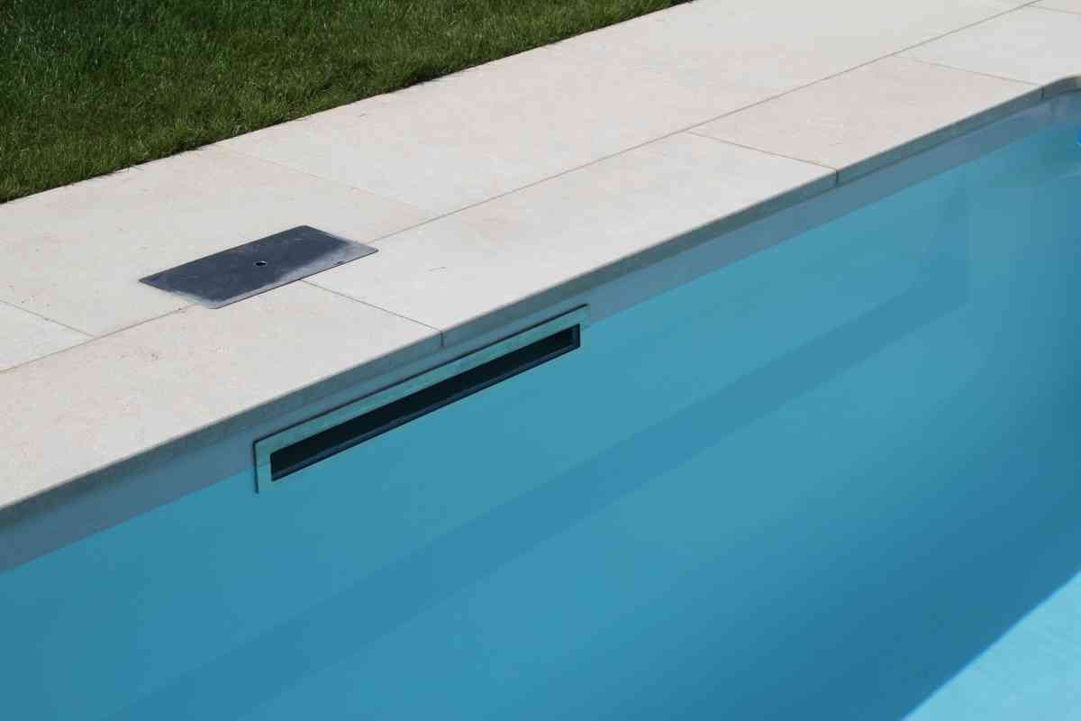 Pool Skimmer: FLATSKIM The LEIPO Flatskim gives the pool a water ...