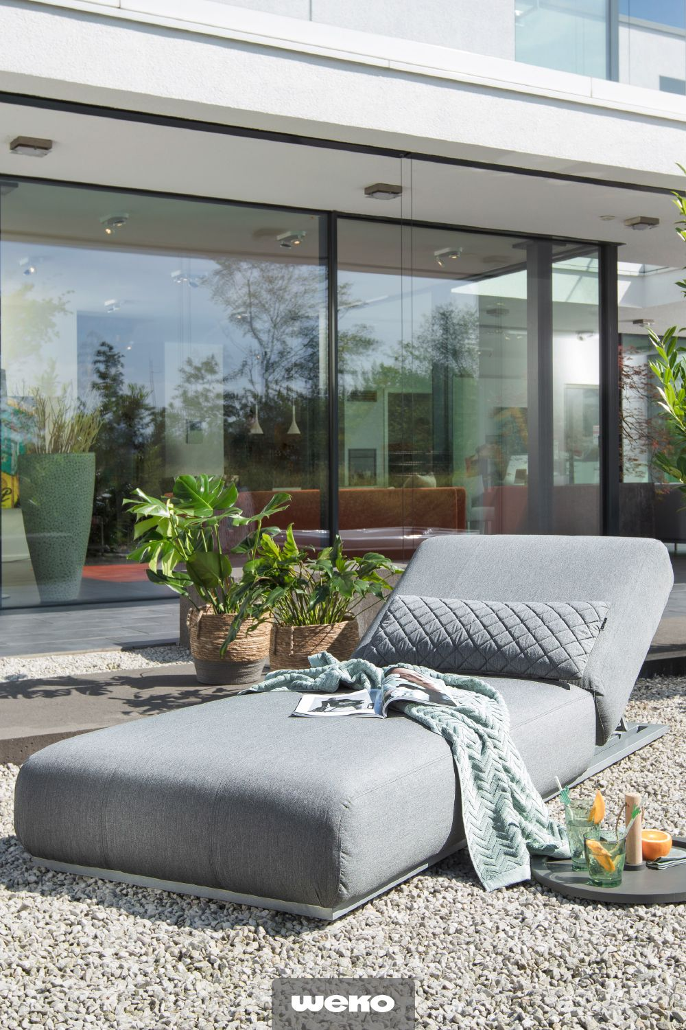 coole outdoor-liege in grau | outdoor liege, moderner patio