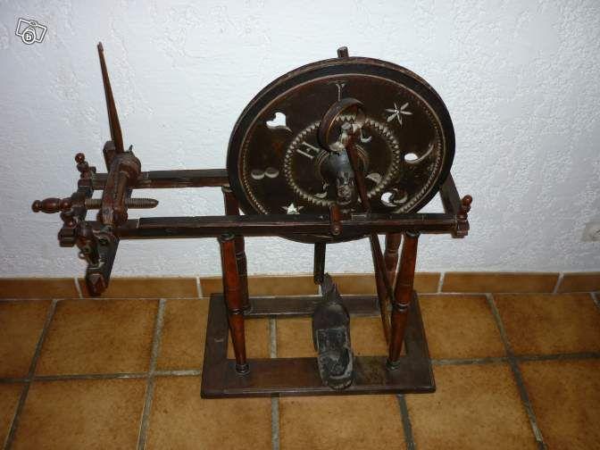 rare rouet filer fin 17 d but 18 i me ttbe bois. Black Bedroom Furniture Sets. Home Design Ideas