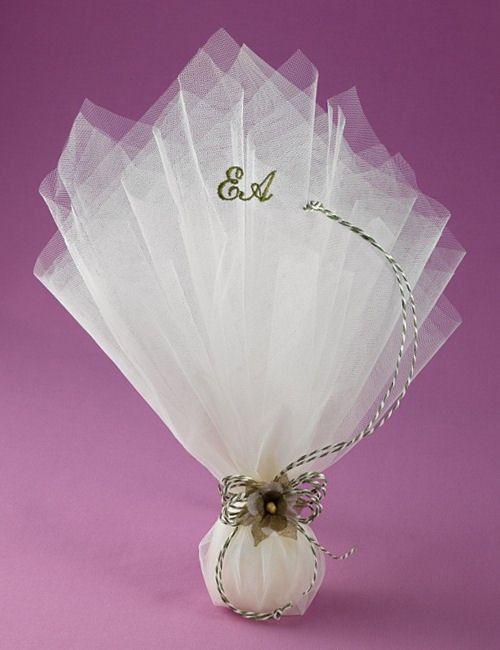 6da15b9c2c99 www.mpomponieres.gr Μπομπονιέρα Γάμου Τούλινη με Κεντημένα Μονογράμματα