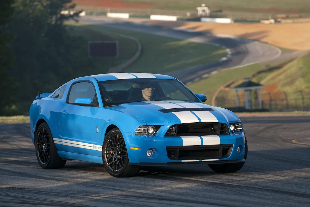 Blue mustang shelby grabber blue 2013 ford mustang shelby gt 500 coupe mustangattitude